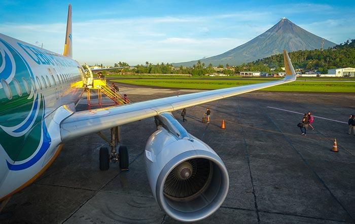 마닐라에서 레가스피 비행기로 이동