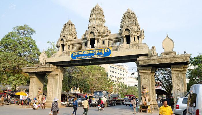 Per Zug und Bus oder Schnellboot nach Phnom Penh